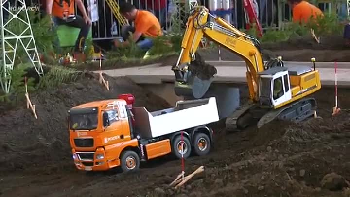 Видео: RC MODEL SCALE TRUCKS, RC TRACTOR, RC OFFROAD CARS, RC MACHINES AT HARD WORK!!.