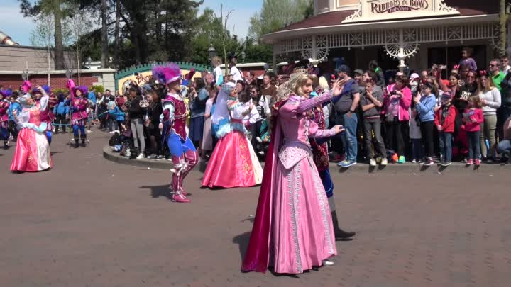 Видео: The most Disney Characters ever in a Parade at Disneyland Paris 25th Grand Cavalcade in 4K