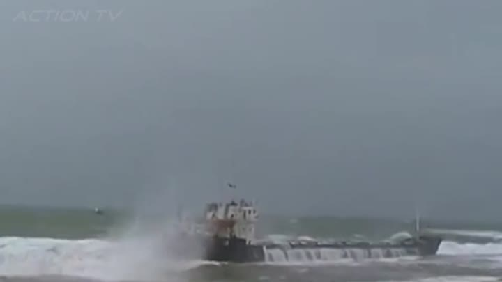 Видео: TOP 25 TOP SHIPS IN STORM! Extreme Moments at Sea, Monster Waves, Inside a Cruise in Heavy Storm!!