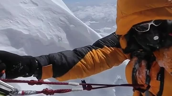 Видео: Everest - The summit Climb. It's raw, unfiltered and is a rare glimpse of what climbers are experiencing in this moment on their final push to the top of the world.