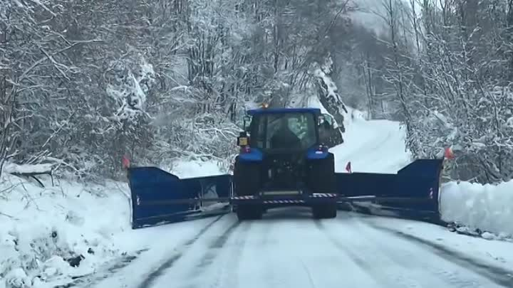 Видео: Snow plowing in Alps (Northern Italy)