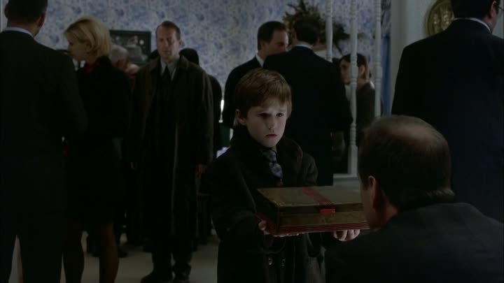 James Newton Howard - Kyra's mother poisoning her daughter's food - The Sixth Sense -1999