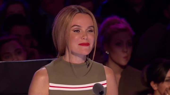 Видео: Magdalena bends over backwards for the Judges _ Audition Week 1 _ Britain's Got Talent 2015