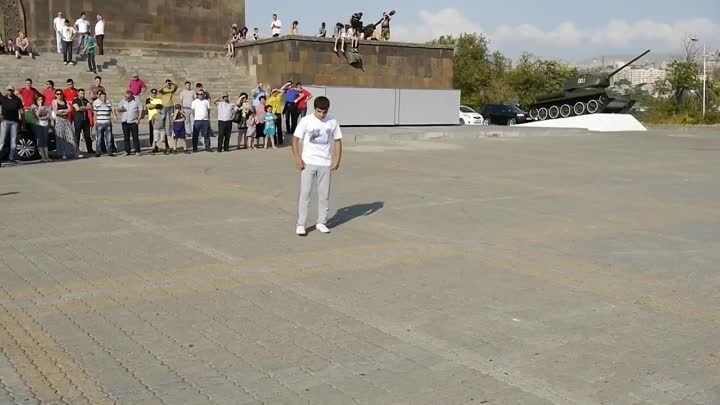 Guinness world records Most handstand push ups in one minute is 22 and was set by Manvel Mamoyan (Armenia) on 27 July 2013.mp4