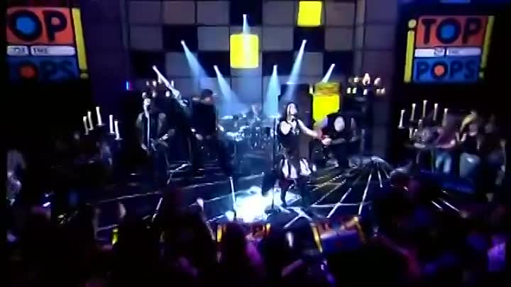 Видео: Evanescence - Bring Me To Life Live on Top Of The Pops 2003