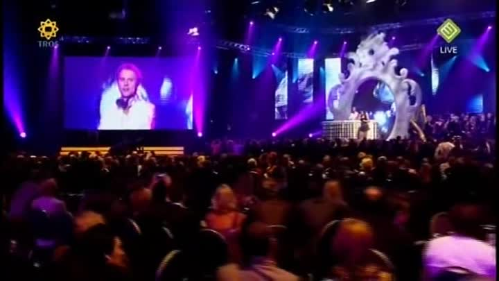 Armin van Buuren - In And Out Of Love (Live @ Buma Harpen Gala 2009)
