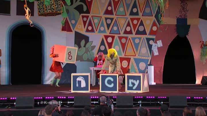 """Sia Performs """"Big Girls Cry"""""""