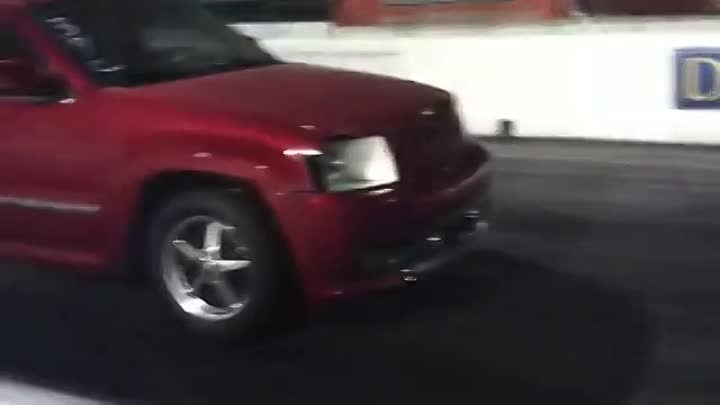 Eric coles N_A jeep grand cherokee srt 8 drag radiels 1.41 60ft on back tire - YouTube