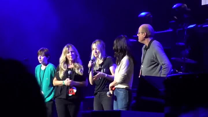 Видео: Chris Cornell Tribute Concert Kaley Cuoco and Courteney Cox Pay Tribute to Chris and his Causes