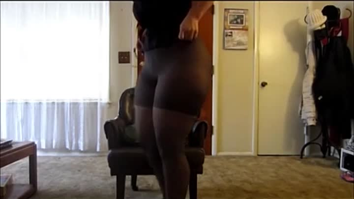 Sexy Big Booty Thick White Pawg Mal Malloy Ass Bend Over N Blk Leggins