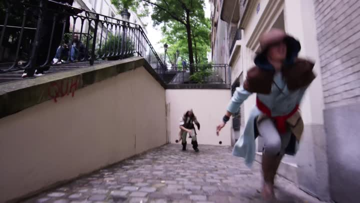 Видео: Assassin s Creed Unity Meets Parkour in Real Life - 4K!