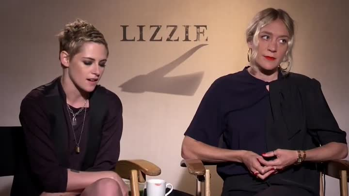 Видео: OTRC - KristenStewart and @OfficialChloeS talk to @OnTheRedCarpet about their upcoming movie @Liz