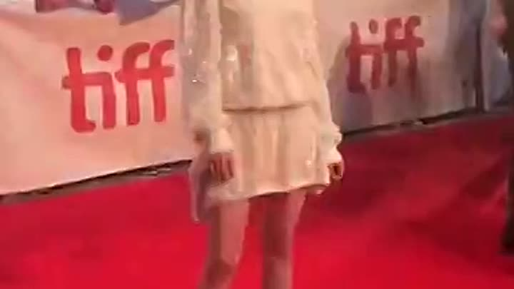 Видео: KristenStewart brought the glam tonight! ✨ The actor sparkled across the red carpet at the premiere