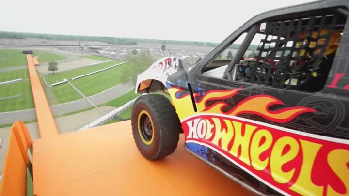 Team Hot Wheels - The Yellow Driver's World Record Jump (Tanner Foust) | Hot Wheels