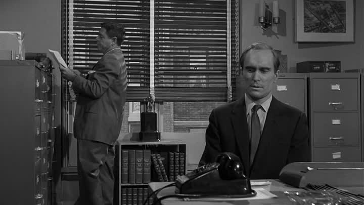 Видео: Сезон 04 Серия 08: В миниатюре | Сумеречная зона (1959 - 1964) / The Twilight Zone | Miniature