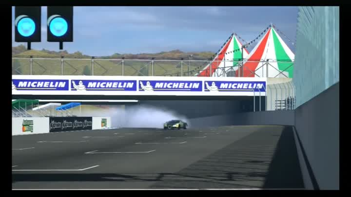 Видео: Gran Turismo 5 Drift | Bugatti Veyron 16.4 2009 | Autumn Ring