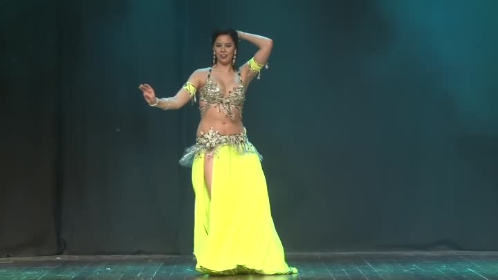 Видео: Belly Dancer Bethany Rose - Drum solo