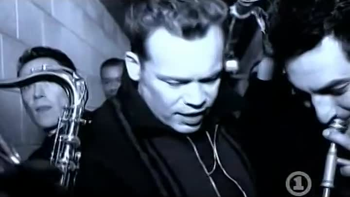 Видео: UB40 CAN&#39-T HELP FALLING IN LOVE - YouTube