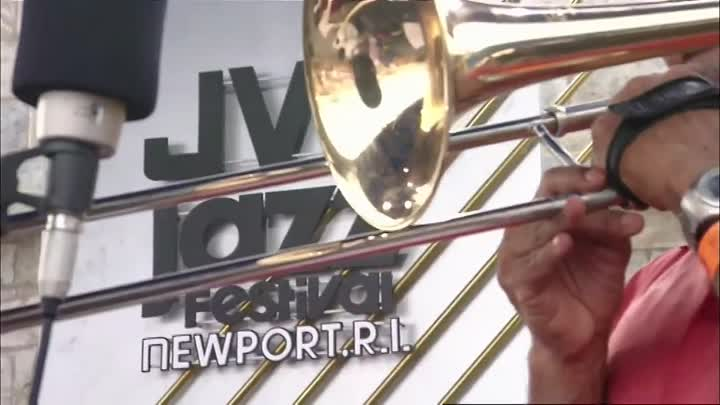 Видео: Dave Holland Big Band - Newport Jazz Festival (2005) 01. Monterey Suite (1st Movement) 02. Blues For C.M. 03. Upswing 04. Last Minute Man 05. Ario Musicians: Dave Holland (Bass) Antonio Hart & Mark Gross (Alto sax) Chris Potter (Tenor sax) Gary Smulyan (Baritone sax) Steve Nelson (Vibes, marimba) Taylor Haskins, Duane Eubanks & Alex Sipiagin (Trumpet) Robin Eubanks, Jonathan Arons, Josh Roseman (Trombone) Nate Smith (Drums)