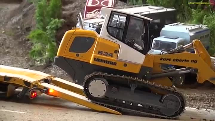 RC truck ACTION! Amazing R-C trucks at the Faszination Modellbau fair!