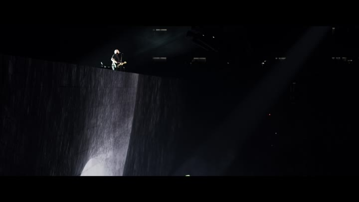 Видео: Roger Waters +David Gilmour Comfortably Numb, Live, O2 Arena 2011