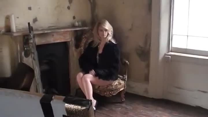 Видео: Model Photo Shoot: Behind the Scenes at Fashion Bloodhound