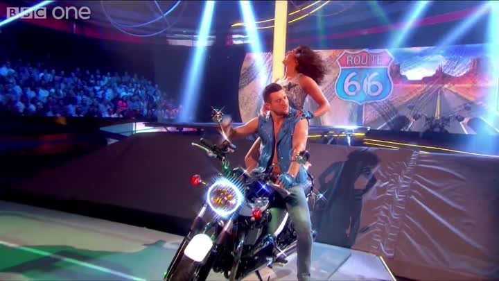 Видео: Carl Froch & Sita Bhuller's Rhythmic Performance to 'Born To Be Wild' - Tumble: Episode 4 - BBC One