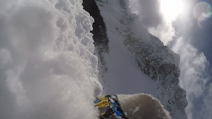 Видео: I survived a big Avalanche while snowmobiling thanks to my guardian angels !!!! Video go pro hero 4